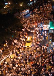 Crowd_in_street