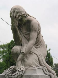 121216_statue_fail
